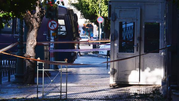 Ateny: Anarchiści rzucili granatem w ambasadę Francji