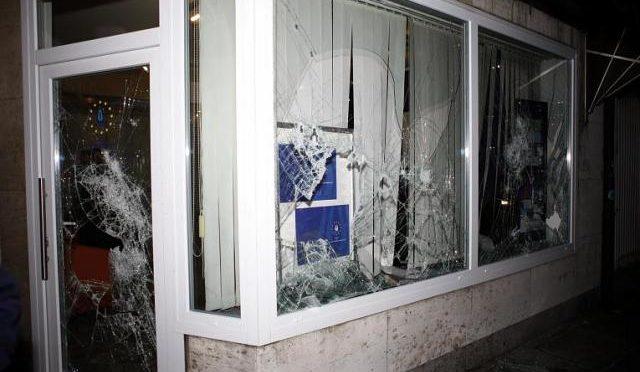 Niemcy: Atak Inicjatywy Apoistycznej Młodzieży na biuro Unii Europejskich i Tureckich Demokratów