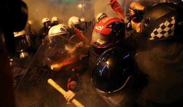 Grecja: Gorący listopad w Atenach. Anarchiści hucznie powitali terrorystę Obamę
