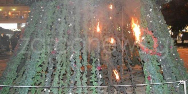 Grecja: W rocznicę zamordowania Alexisa Grigoropoulosa anarchiści podłożyli ogień pod choinkę na Krecie