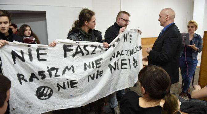 Toruń: Zakłócenie wystąpienia nacjonalistów w liceum