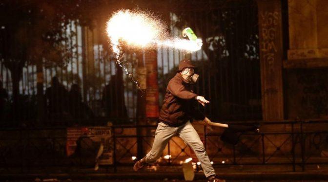 Ateny, Exarchia: Ostrzelano oddział prewencji. Jeden policjant ranny (10.01.17)