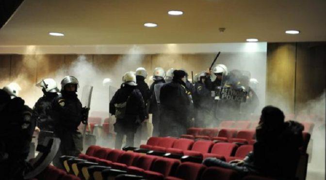 Grecja: Zamieszki na sali rozpraw podczas procesu Złotego Świtu