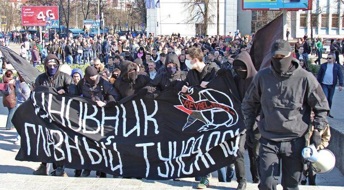 Białoruś, Brześć: Anarchiści prowadzą marsz przeciw dyktaturze Łukaszenki