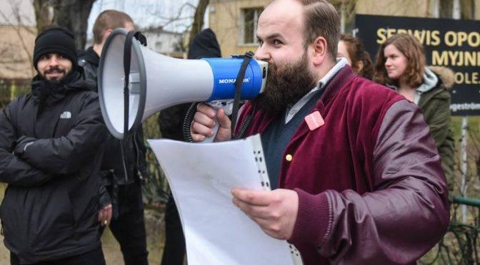 Poznań: Filip Stojanowski kontra faszyści pod UAM. Napad na księgarnię Zemsta