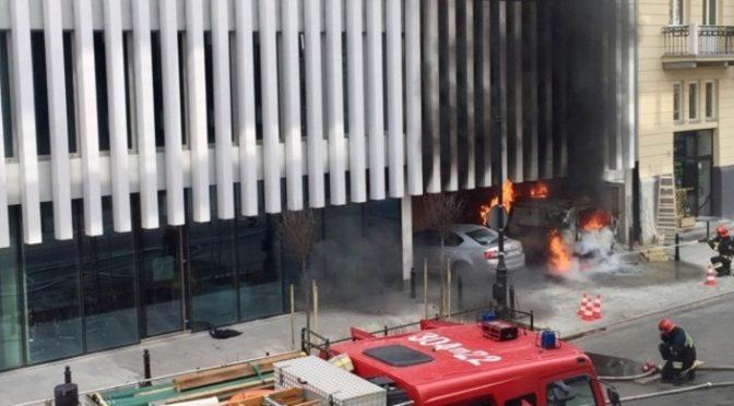 Wawa: Zapłonęło auto pod Ministerstwem Spraw Zagranicznych