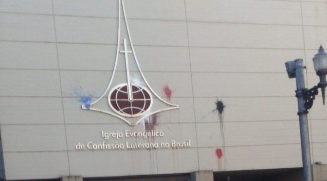 Brazylia: Zniszczenie elewacji kościoła luterańskiego w solidarności z eksmitowanym squotem Solidaria