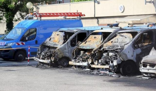 Grenoble, Francja: podpalenie wymierzone w 12 pojazdów firmy energerycznej ERDF / Enedis