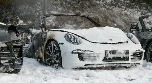 Hamburg, Niemcy: Podpalenie floty samochodów u dealera Porsche