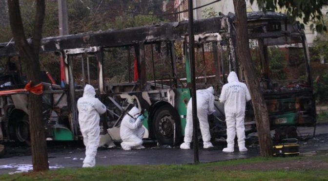 Santiago, Chile: Podpalenie autobusu Transantiago w proteście przeciw wyborom