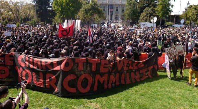 Berkeley, USA:  Kolejne zwycięstwo Czarnego Bloku nad ruchem Alt – Right