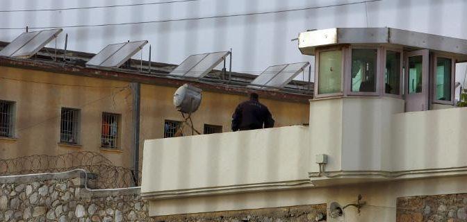 Grecja, Koridallos: Anarchistyczny partyzant Nikos Maziotis pobity i pchnięty nożem przez współwięźniów