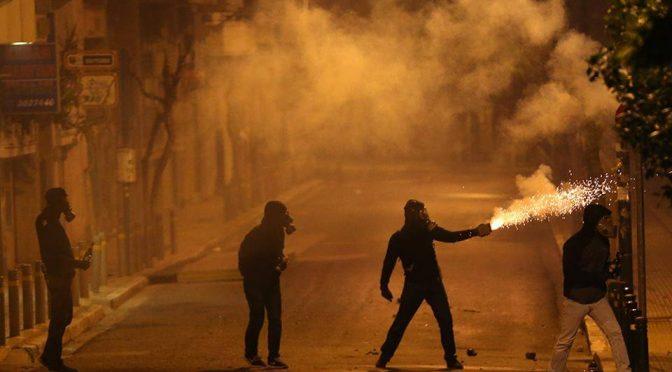 Ateny, Grecja: Zamieszki w 9 rocznicę morderstwa Alexandrosa Grigoropoulosa przez policję (wideo)