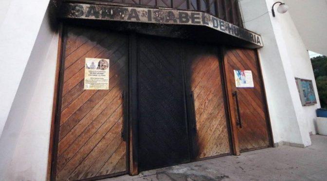 Santiago, Chile: Skoordynowane ataki bombowe i podpalenia kościołów przed wizytą papieża