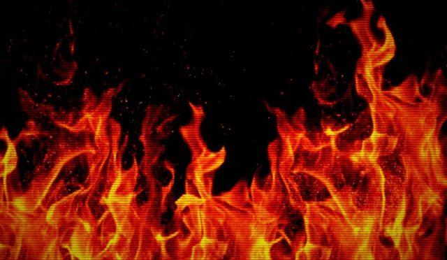 Paryż, Francja: Podpalenie samochodu należącego do korpusu dyplomatycznego w solidarności z anarchistycznymi więźniami