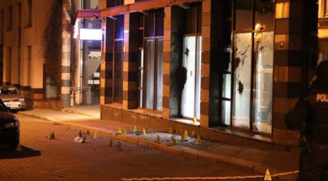 Lipsk, Niemcy: Komisariat policji na dzielnicy Connewitz zaatakowany kamieniami i oblany farbą