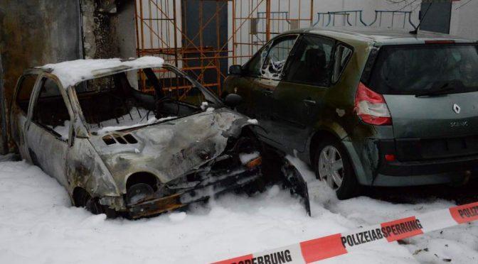 Nadrenia Północna-Westfalia, Niemcy: Komórka Akcji Haukura Hilmarssona podpala samochody w salonie, który sposnosruję imprezy tureckiego reżimu