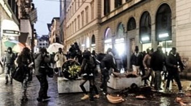 Florencja, Włochy – ulotka dotycząca szalejącego faszyzmu i problemów z pamięcią, rozdawana w marcu 2018 roku we Florencji