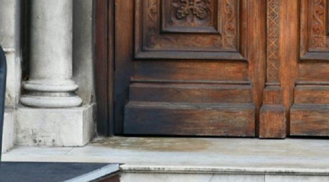 Montevideo, Urugwaj: Atak koktajlami mołotowa na katolicki kościół