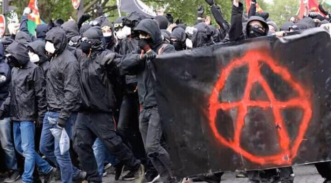 Paryż, Francja: Relacja z 1 maja – Nic się nie skończyło, wszystko się zaczyna… (wideo)