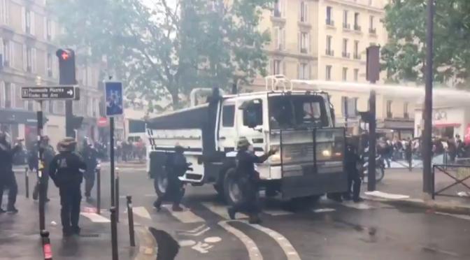 Paryż, Francja: Starcia na manifestacji (i pułapka w liceum)