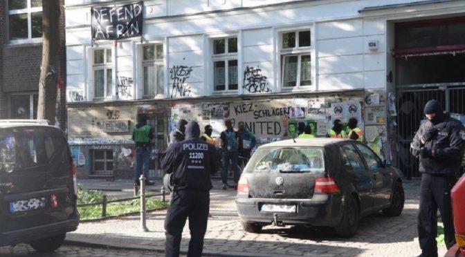 Berlin, Niemcy: Najazd policji na anarchistyczną bibliotekę Kalabalik
