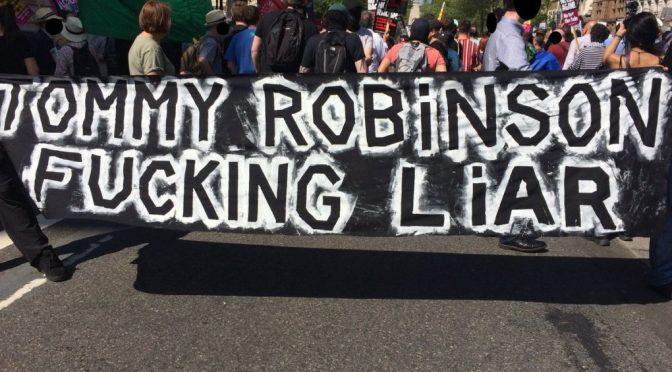 Londyn, Wielka Brytania: Antyfaszyści sprzeciwiają się Tommy'emu Robinsonowi