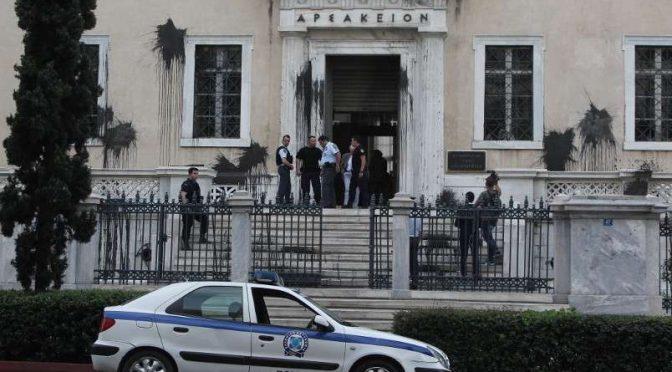 Ateny, Grecja: Kolektyw Rouvikonas w biały dzień demoluje budynek Rady Państwa (wideo)