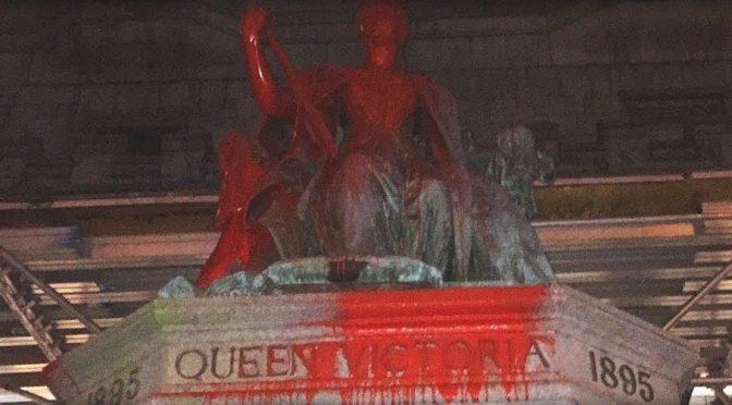 Montreal, Kanada: Dwa pomniki królowej Wiktorii oblane farbą (wideo)