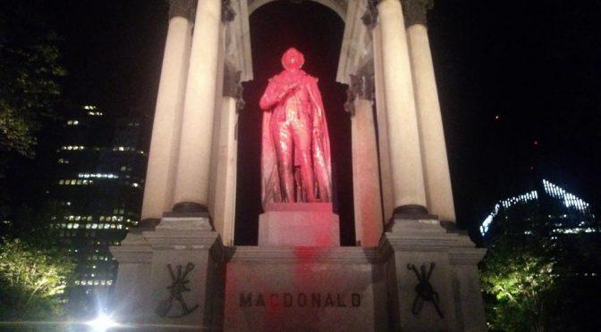 Montreal, Kanada: Artyści i aktywiści potępiają brytyjsko-francuski kolonializm i ludobójstwo (wideo)