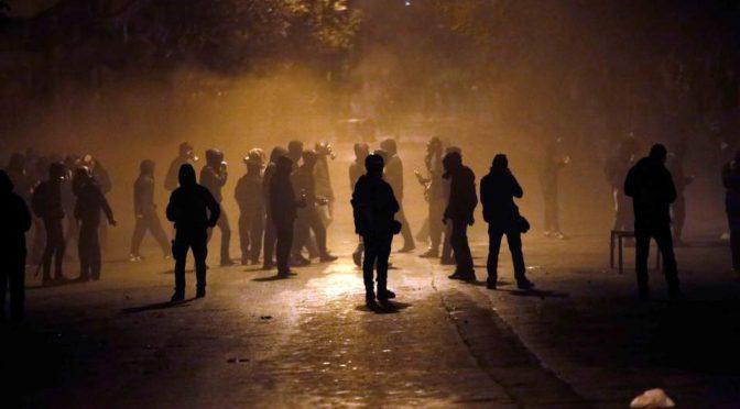 Saloniki, Grecja: Podpalenie policyjnej furgonetki pod tureckim konsulatem