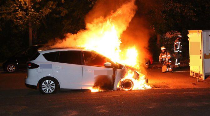 Berlin, Niemcy: Spalenie samochodu należącego do korporacji Dräger kolaborującej z wojskiem i policją