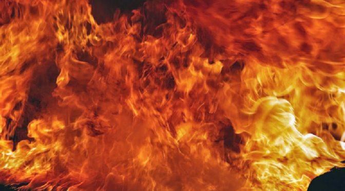 Bazylea, Szwajcaria: Płomienie powracają do tych, którzy czerpią korzyść z wojny i więziennictwa
