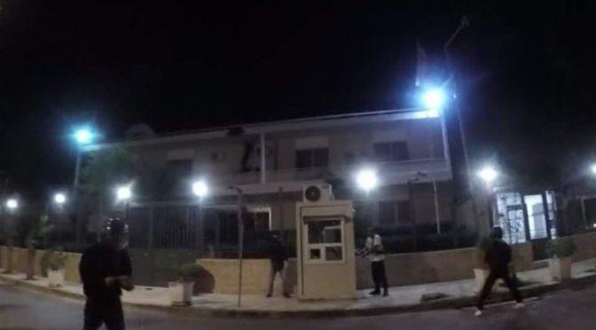 Ateny, Grecja: Rouvikonas odwiedzają ambasadę Iranu (wideo)