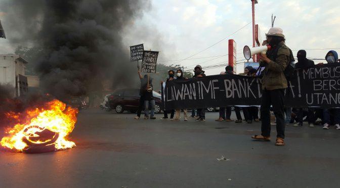 Makassar, Indonezja: Akcja przeciwko spotkaniu MFW na Bali (wideo)