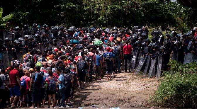 Obrócenie armii przeciwko ludziom. Militaryzacja granic i karawana imigrantów.
