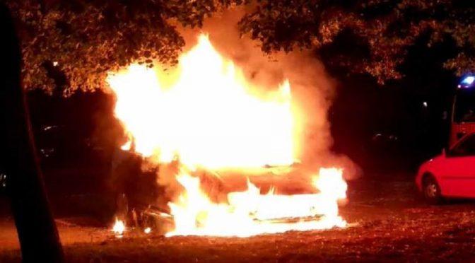Paryż, Francja: Podpalenie samochodu dyplomatycznego w solidarności z Michaiłem Złobickim