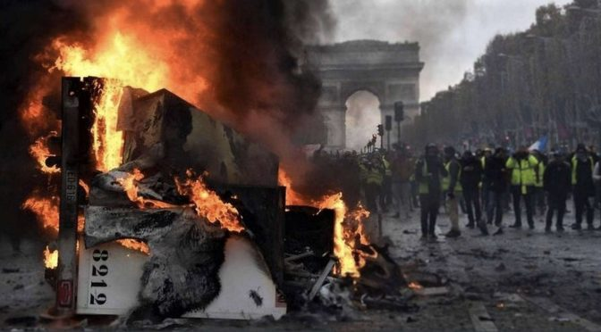 """Ruch żółtych kamizelek we francji. Pomiędzy """"ekologicznym"""" neoliberalizmem a ruchami """"apolitycznymi""""."""