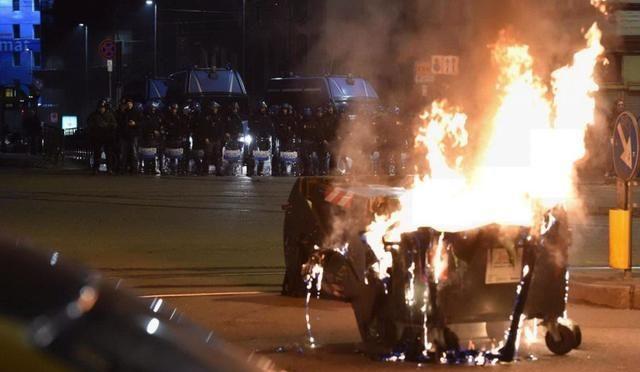 Turyn, Włochy: Ewikcja skłotu Asilo, zarzuty dla anarchistów i zamieszki w centrum miasta (wideo)