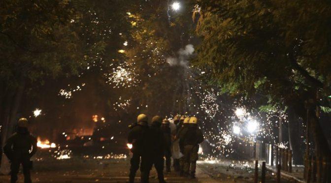 Ateny, Grecja: Anarchiści na Egzarchii napadli gliniarzy prowadzących śledztwo narkotykowe