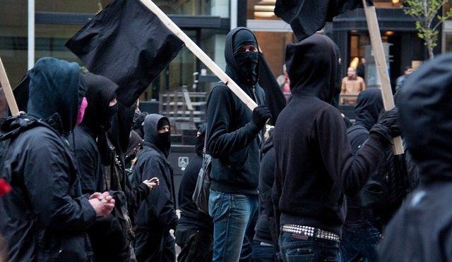 Dlaczego warto i należy zasłaniać twarz w trakcie protestu