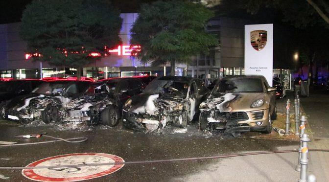 Niemcy, Podpalenie czterech porsche SUV