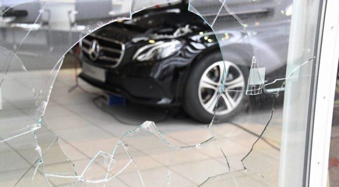 Berlin, Niemcy: Atak na lokal marki Mercedes w solidarności z Kurdami
