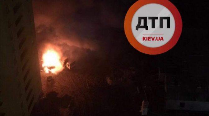 """Kijów, Ukraina: """"Nowa Młodzież"""" dokonała podpalenia koparki należącej do firmy wyniszczającą lasy"""