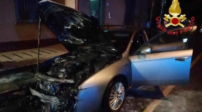Sardynia, Włochy: Podpalenie auta karabiniera