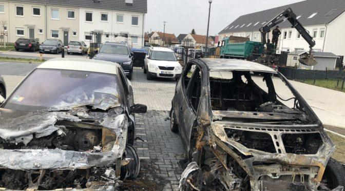 Berlin, Niemcy: Samochody faszystowskiego polityka AfD podpalone przez Grupy Autonomiczne