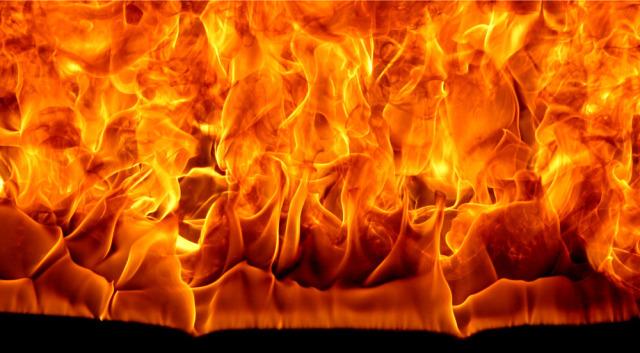 """Ateny, Grecja: Akcja podpaleniowa przeciwko faszystowskiemu ugrupowaniu """"Agios Nikolaos"""" w Perama"""