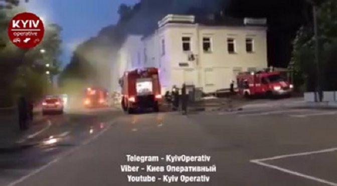 """Kijów, Ukraina: grupa """"Odważnych"""" podkłada bombę pod budynek Departamentu Kryminalno- Śledczego"""