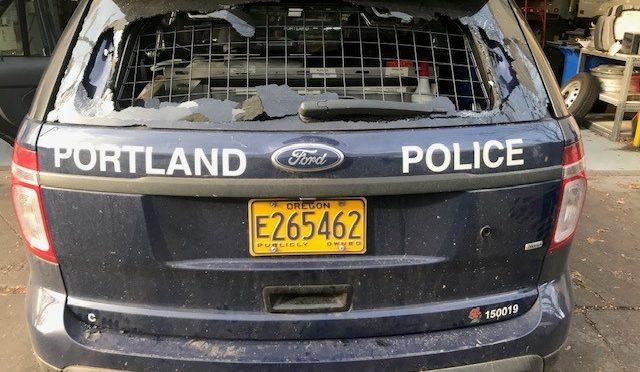 Zbrojna defensywa przeciwko eksmisji oraz policji w Portland