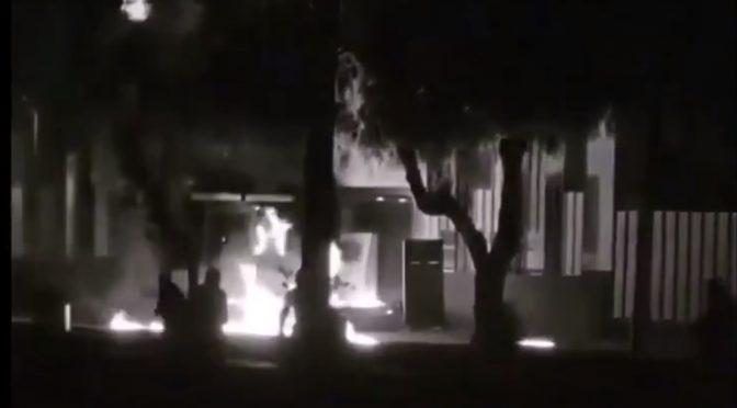 Santiago, Chile: Atak koktajlami mołotowa ma komisariat (wideo)